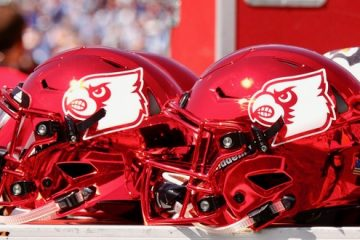 Cardinal Red Helmets Louisville @ North Carolina 9-9-2017 Photo by Cindy Shelton, TheCrunchZone.com