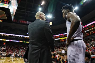 Chris Mack, Steven Enoch, Louisville vs. Central Arkansas 12-5-2018 Photo by William Caudill, TheCrunchZone.com