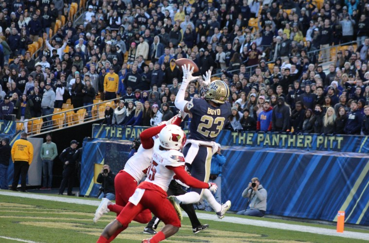 Tyler Boyd, Josh Harvey-Clemons, Trumaine Washington Louisville vs. Pittsburgh 11-21-2015 Photo by Mark Blankenbaker