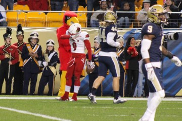 Traveon Samuel Touchdown, Dab TD Louisville vs. Pittsburgh 11-21-2015 Photo by Mark Blankenbaker