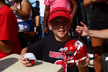 Young fan Louisville Football vs. North Carolina 9-9-2017 Photo by Cindy Rice Shelton, TheCrunchZone.com