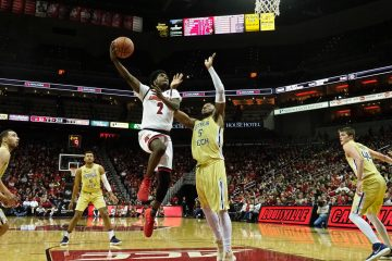 Darius Perry Louisville vs. Georgia Tech 2-8-2018 Photo by Cindy Rice Shelton, TheCrunchZone.com