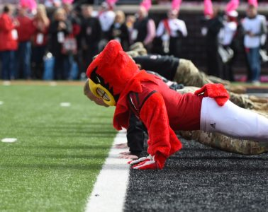 Louie the Cardinal push ups Louisville vs. Wake Forest 10-27-2018 Photo by Austin Sullivan TheCrunchZone.com