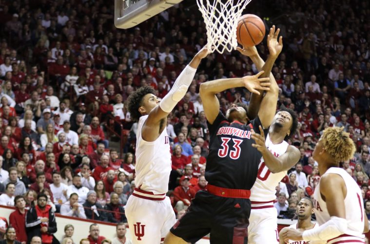 Jordan Nwora 12-8-2018 Louisville vs. Indiana Photo by Nancy Hanner, TheCrunchZone.com