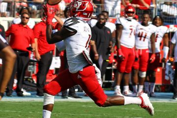 Tutu Atwell Louisville vs. Western Kentucky (WKU) 9-14-2019, Nissan Stadium, Nashville, TN. Photo by William Caudill TheCrunchZone.com
