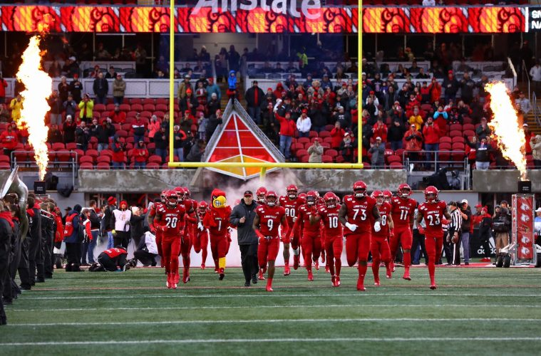 Intro, Louie, Scott Satterfield, Run Out Louisville vs. Syracuse 11-23-2019 Photo by William Caudill, TheCrunchZone.com