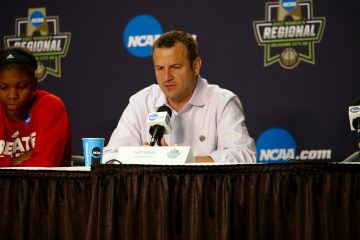 Jeff Walz Louisville vs. Baylor NCAA Sweet 16 3-24-2017, Oklahoma City, OK Photo by William Caudill