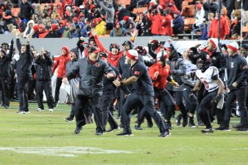 Ryan Chalifoux Fake Field Goal (FG) Louisville vs. NC State, North Carolina State 11-17-2019 Photo by Mark Blankenbaker, TheCrunchZone.comTheCrunchZone.com