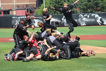 Dogpile Louisville Baseball vs. Kentucky NCAA Super Regional 6-10-2017 Photo by William Caudill TheCrunchZone.com