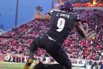 Jaylen Smith Louisville Football vs. Virginia by Cindy Rice Shelton, 11-11-2017, TheCrunchZone.com
