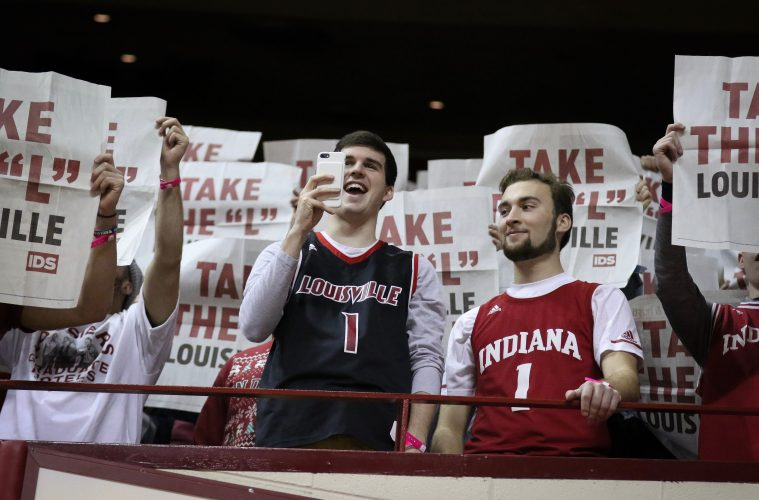 Fan Louisville vs. Indiana 12-8-2018 Photo by Nancy Hanner, TheCrunchZone.com
